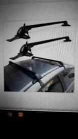 Universal car roof bars lockable