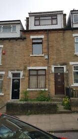 4 BED HOUSE TO LET GOOD FAMILIES OR STUDENTS WELCOME. 5MINZ AWAY FROM UNIVERSITY