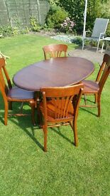 Beautiful solid oak high quality Table and 4 chairs