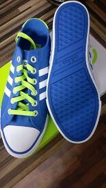 Adidas 3 stripe pumps