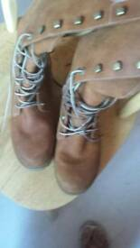 Woman timberland shoes size 5 in excellent condition