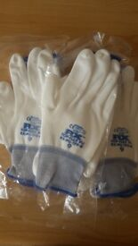3 pairs of protective gloves