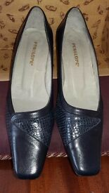 Leather Shoes, £10 (plus postage) Size 7/40, navy blue. By Penelope