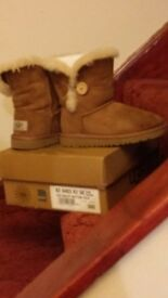 Ugg boots hardly worn size 11 Ex. Condition