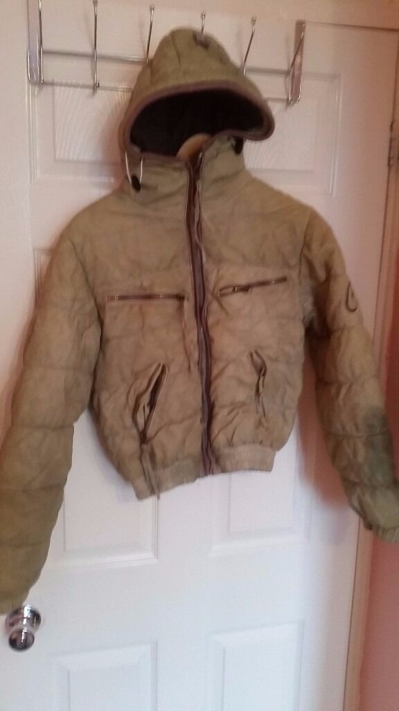 """Jacket down in leather paid 380 euro only 10the sleeve is dirty as a picture, size S XSin Hackney, LondonGumtree - Jacket down in leather paid 380 euro only 10£!!!! the sleeve is dirty as a picture, size S XS We re leaving london, and you can check all my brand items in """"SEE ALL ADS"""" close my number, a lot of stuff, me and my wife are working from 15 years in..."""