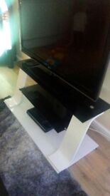 High white and black gloss tv stand