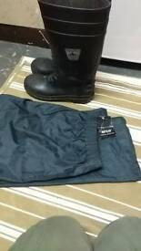 Size 10 steel toe wellies and XL waterproof over trousers