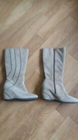 BRAND NEW SIZE 7 HUSH PUPPY BOOTS