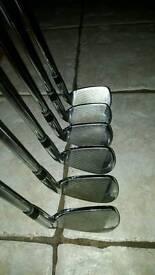 Left handed golfer clubs