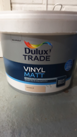 10 Ltr Tub of Dulux Trade Vinyl Matt Magnolia Paint