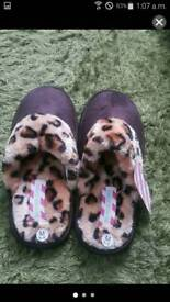 Womens slippers size m
