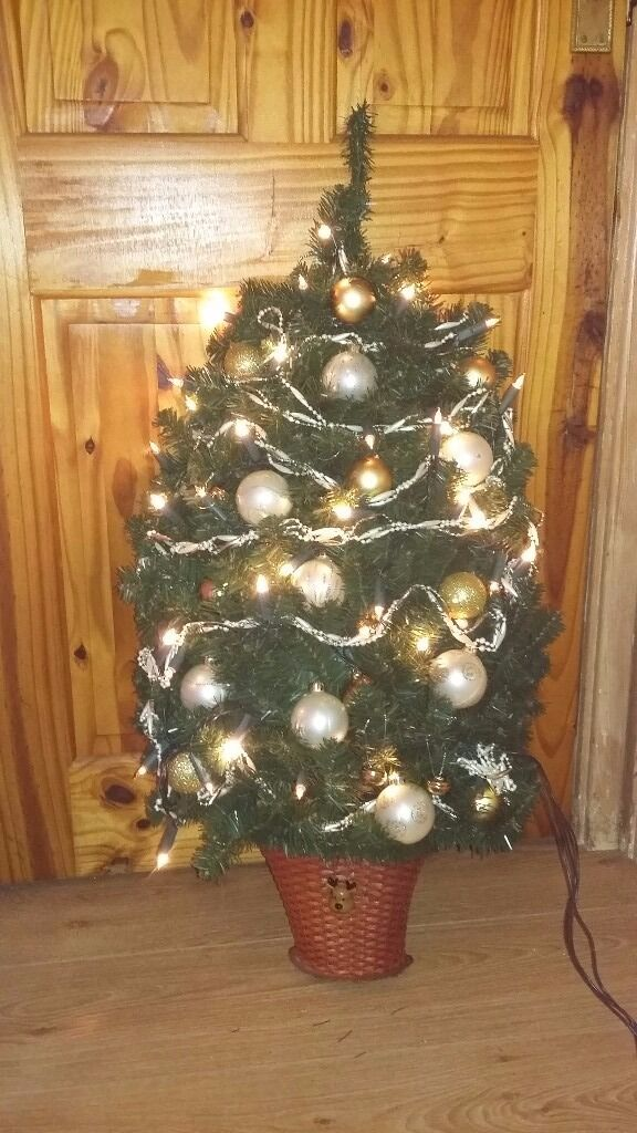 Xmas tree that hangs on wall