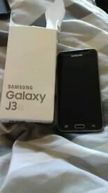 Samsung galaxy j3 6 8gb MINT CONDITION