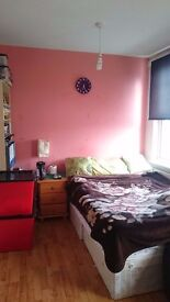 2 Weeks Deposit.Good Size Twin room.Shower/Toilet shared with 1 room only.Acton Central.West London.