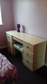 Single furnished room to let in Bradley Stoke