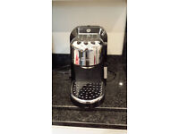 De Longhi expresso coffee machine and matching electric coffee grinder