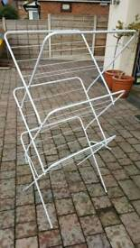 Multi tier clothes airer