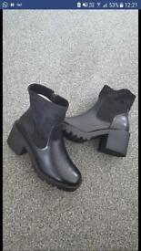 Ladies boots size 4