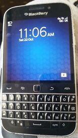 Blackberry classic q20 like new
