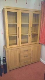 Display cabinet/unit, with lighting