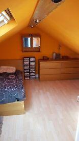 Room large attic en suite