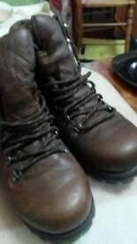 Karrimor size 9 boots