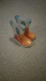Duck face wellies size 4