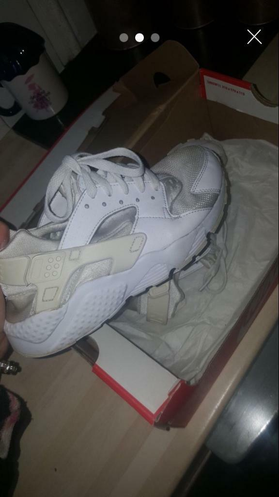 9aa71d37fdd 3 images Junior Nike trainers size 4 Castle Bromwich