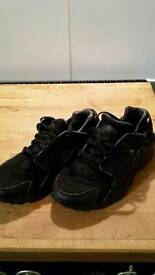 Youth nike huaraches 5.5