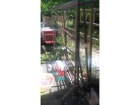6 metal stand on good condition ready to use on clothes shop