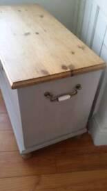 Solid antique pine bedding box