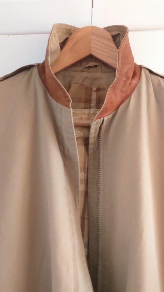 Vintage ladies Burberry jacket, excellent condition.