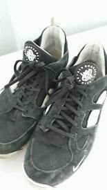 Nike huaraches (size 10