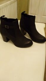 Boots, leather, excellent condition, size 8,Barratts