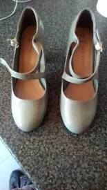 brand new size 4 newlook gray block heal shoes