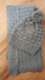 £5 Knitted grey Winter Hat and Scarf Set