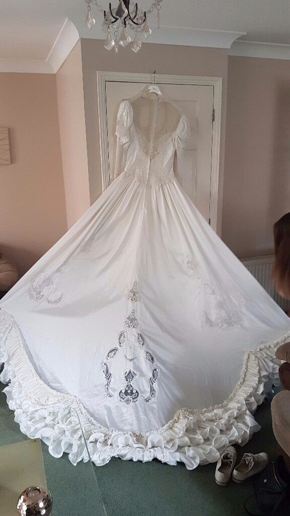 Vintage 80s wedding dress in maidstone kent gumtree vintage 80s wedding dress junglespirit Image collections