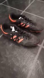 Adidas Questra mens football boots size 9. 5
