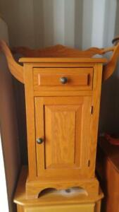 Oakville SMALL OAK CABINET Hallway 23x15x34h  Bath Shoes Towel Rack Hall Dog or Hand Cleaning Area Blonde Solid Wood