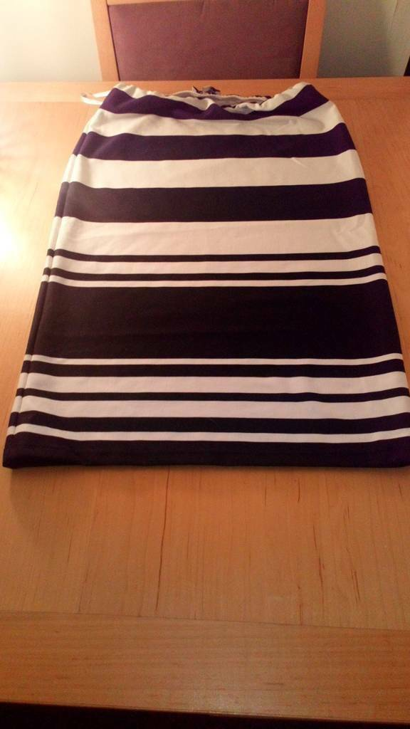Ladies elasticated skirt, size ten new.