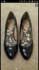 Size 7 heeled shoes