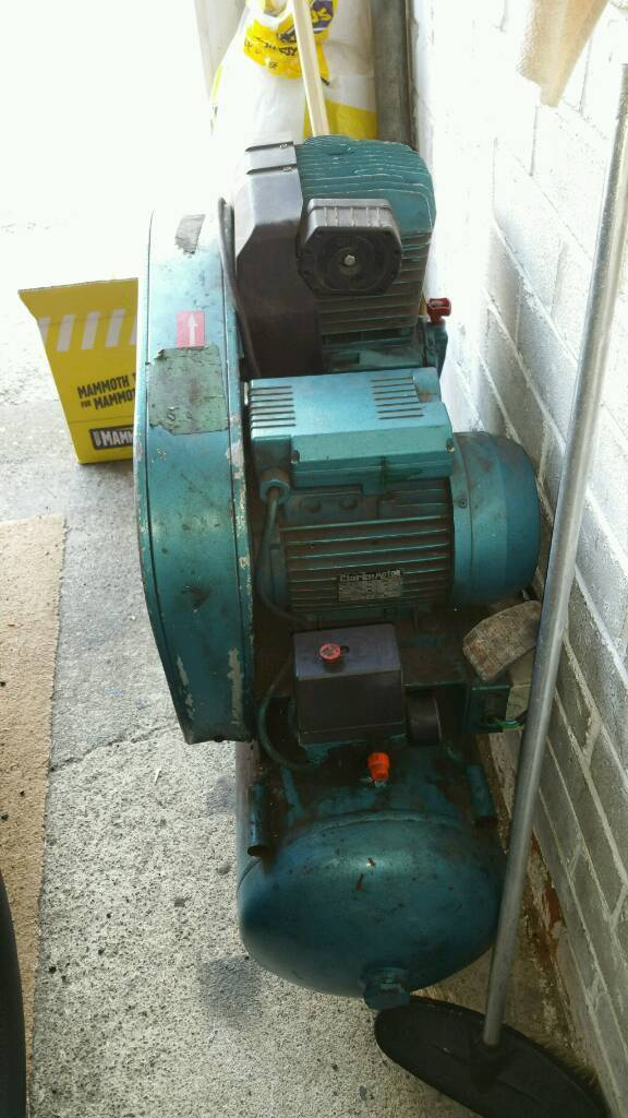 3hp belt drive compresor with devilbiss air gun and other air tools