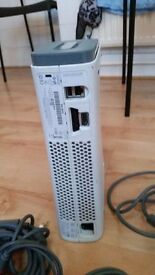 BROKEN XBOX 360 WHITE WITH HARD DRIVE
