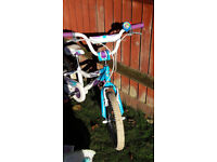 """Girls GIANT """"Puddn"""" 16"""" white, blue and purple bike, very good condition"""