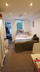 2 beds available in immaculate ground floor flat minutes from Eccy Road