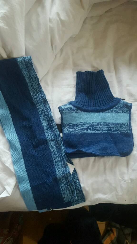 Bnwt H&M scarf and neck warmer