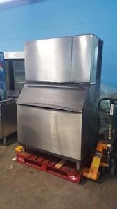 1430 POUND ICE MACHINE ( EXCELLENT CONDITION )