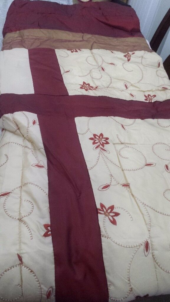 Quilted double bed spread set brand new never been used.