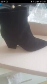 black ankle boots size 4.5