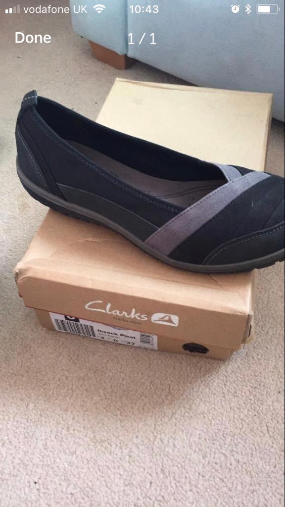 Ladies size 4 Clarke's shoes
